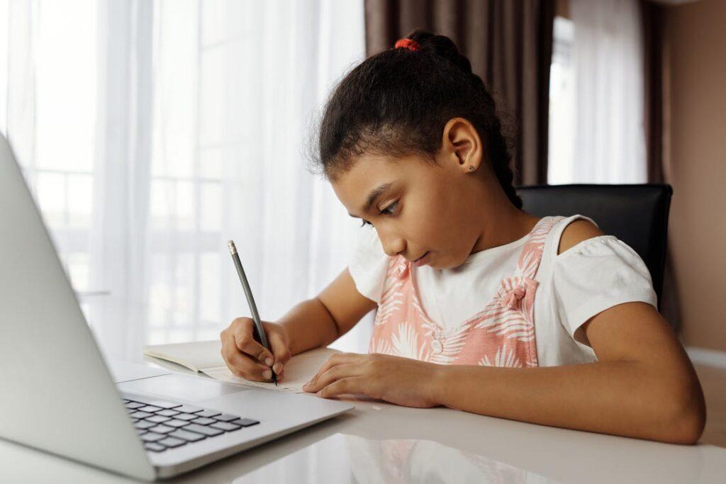 A criança digitalizada reflete a educação do futuro